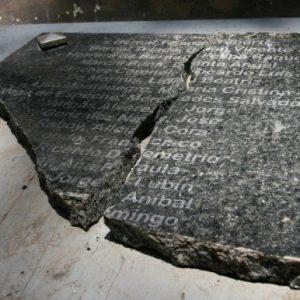 """Rompieron el monumento a """"La Verdad, la Justicia y la Memoria"""" (19-11-2012)"""