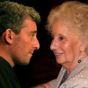 Guido encontró a la abuela Estela (07-08-2014)